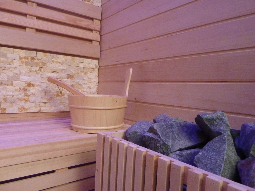 Suite avec piscine int rieure priv e et chambre avec for Suite avec jacuzzi et piscine privee